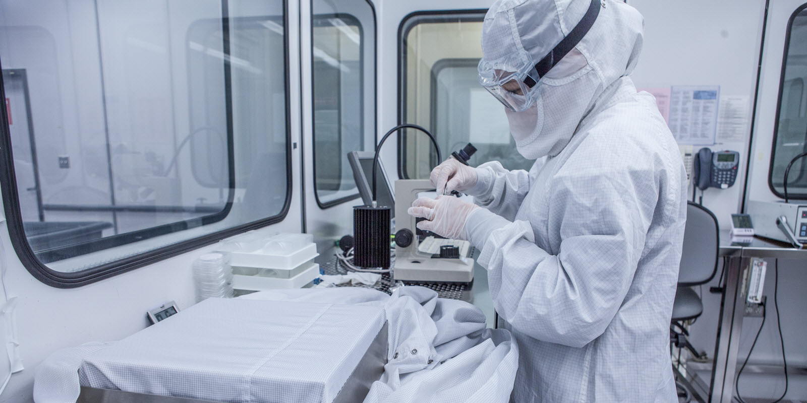 How Much Can Labs Save When Choosing Reusable Cleanroom Garments?