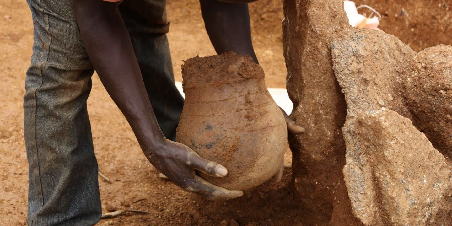 Oldest Direct Evidence for Honey Collecting in Africa