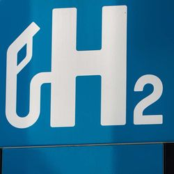 How Do Scientists Bring Hydrogen Fuel Cells from Laboratory to Public Life?
