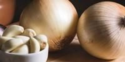 Study Finds Onion and Garlic Consumption May Reduce Breast Cancer Risk